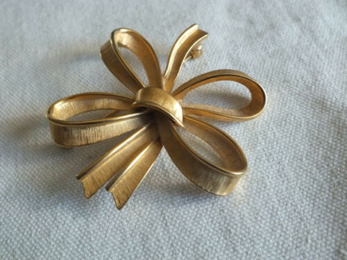 """Details about  /Beautiful Brooch Pin Gold Tone Bow Matte Shiny Signed MONET 2 1//4/"""" NICE"""
