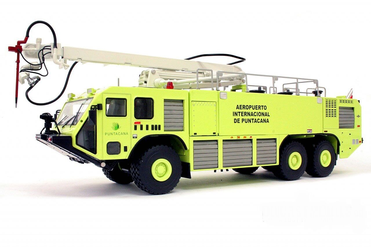 1 50 METAL CAMION POMPIERS OSHKOSH Striker 3000 ARFF AEROPORT PUNTA CANA