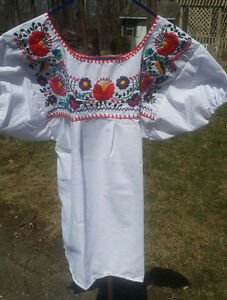 Puebla-Mexican-Blouse-Top-Shirt-White-Embroidered-Flowers-Floral-Medium-B