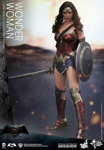 Wonder-Woman-Gal-Gadot-Batman-Vs-Superman-DC-Comics-MMS359-12-034-Figur-Hot-Toys