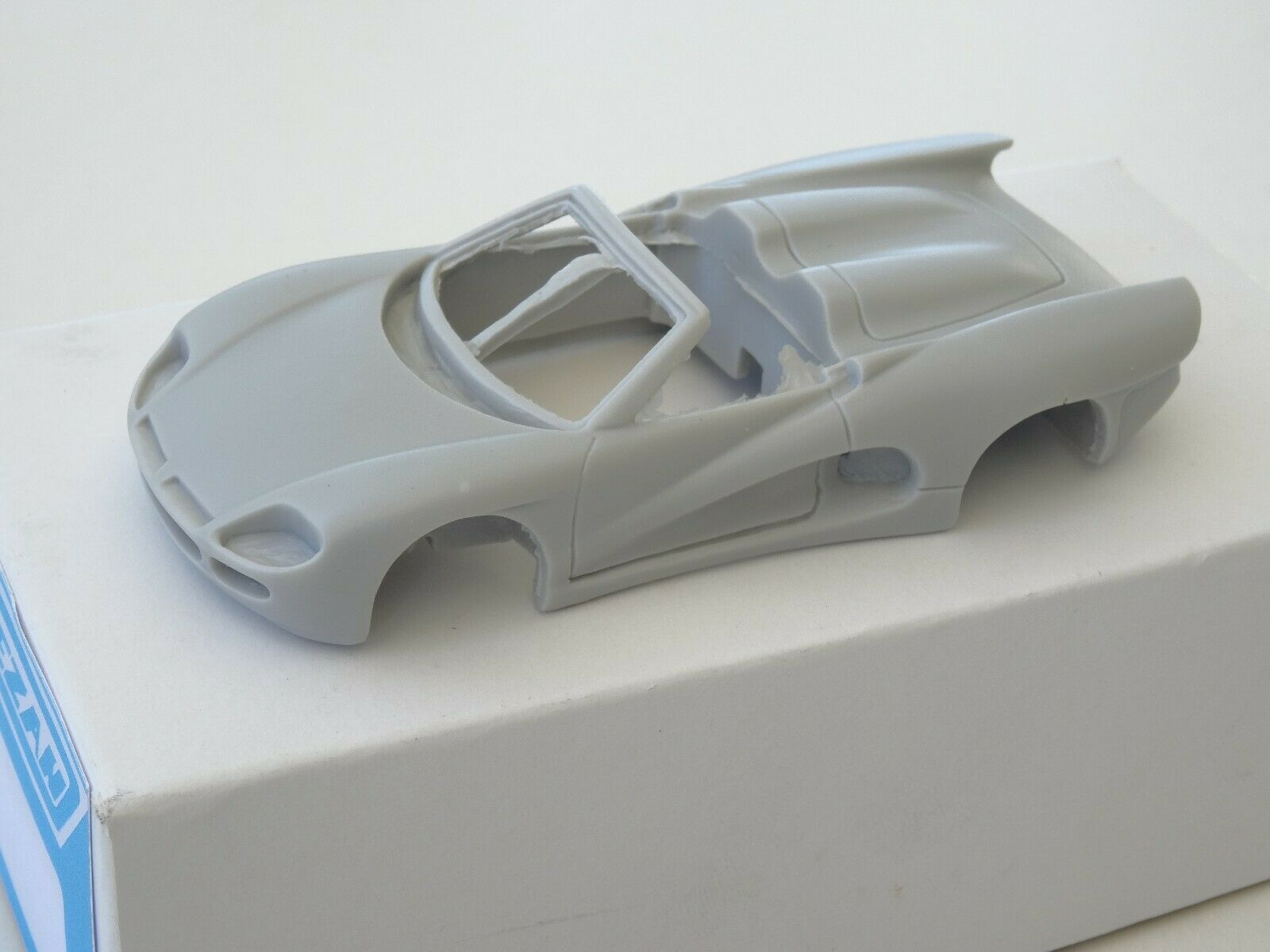 Chestnut models. kit 1 43. ferrari v12 bizzarrini... BZ 2001.  1993.  la meilleure sélection de