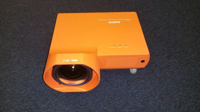 SANYO PLC-XE40 LCD Projector