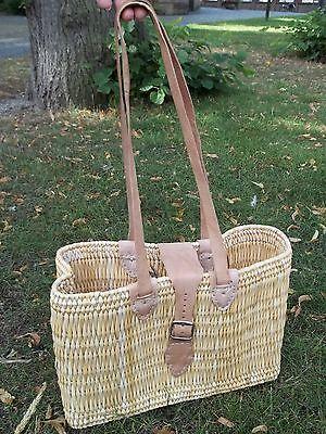 Einkaufstasche aus Binsen mit Ledergürtel und Lederschulterriemen