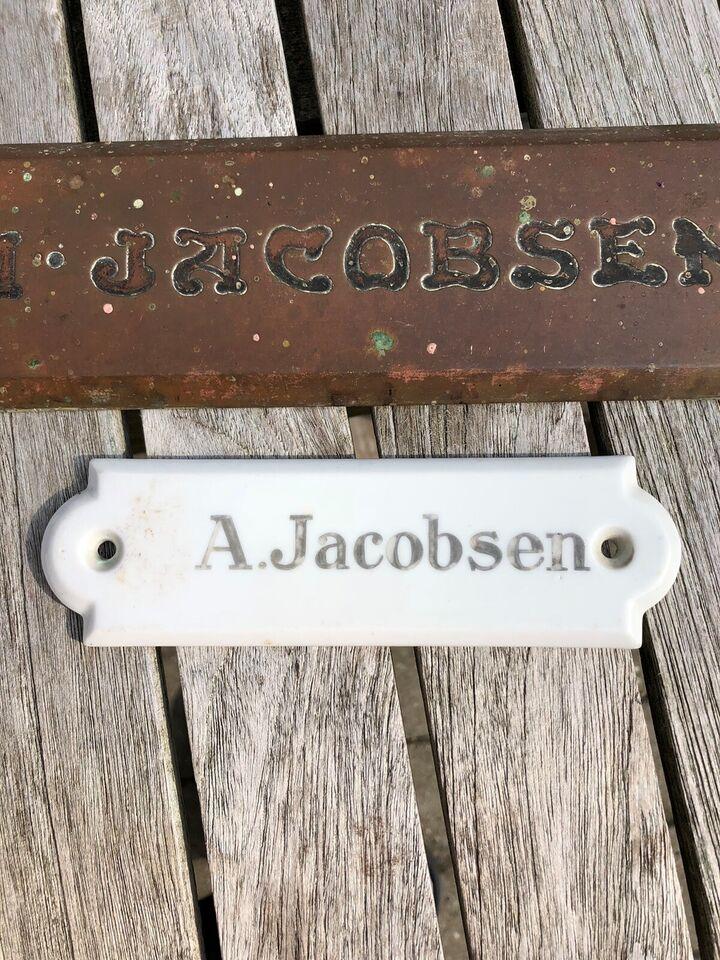 Skilte, 2 gamle dørskilte A. Jacobsen