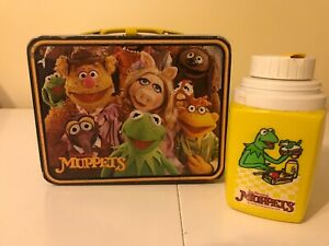 VINTAGE-1979-THE-MUPPETS-KERMIT-FOZZIE-MS-PIGGY-METAL-LUNCHBOX-WITH-THERMOS