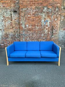 CONTEMPORARY-BEECH-FRAMED-3-SEATER-SETTEE-SOFA-WITH-BLUE-FABRIC-CUSHIONS