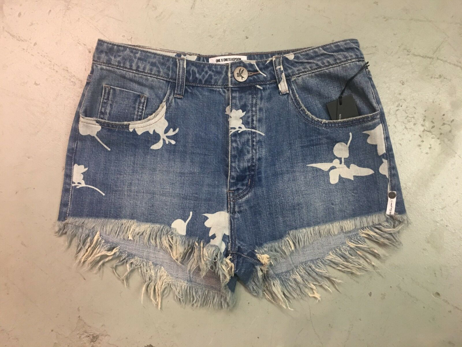 NWT ONE TEASPOON WOMEN'S OUTLAWS MID LENGTH DENIM SHORTS IN PACIFICA SIZE 26