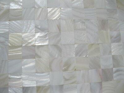 Perlmutt Mosaik weiß ECHT,OHNE Fugen,  15x15 / 20x20 / 25x25 mm auf Matte