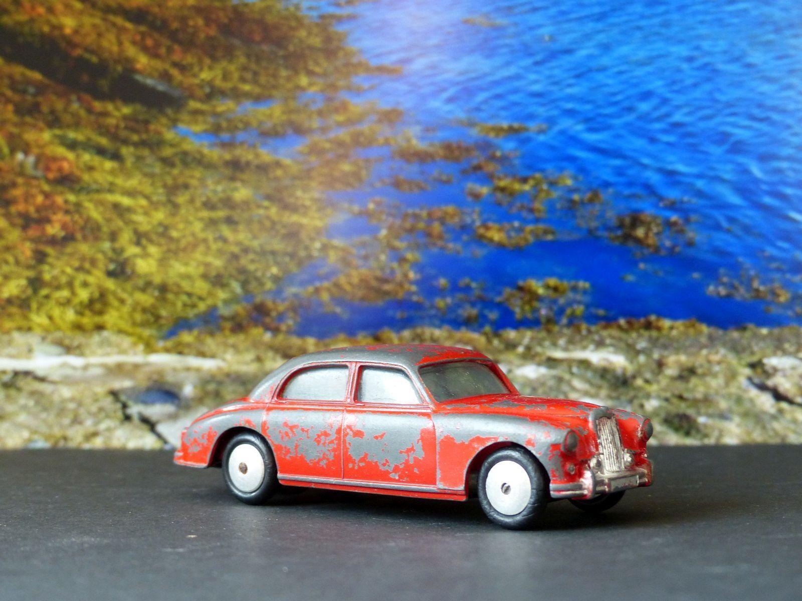 Corgi Toys 205M Riley Pathfinder red