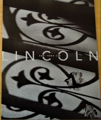 2003 Lincoln Town Car Large 26-Page Brochure w//Upholstery /& Paint Chips Mint!