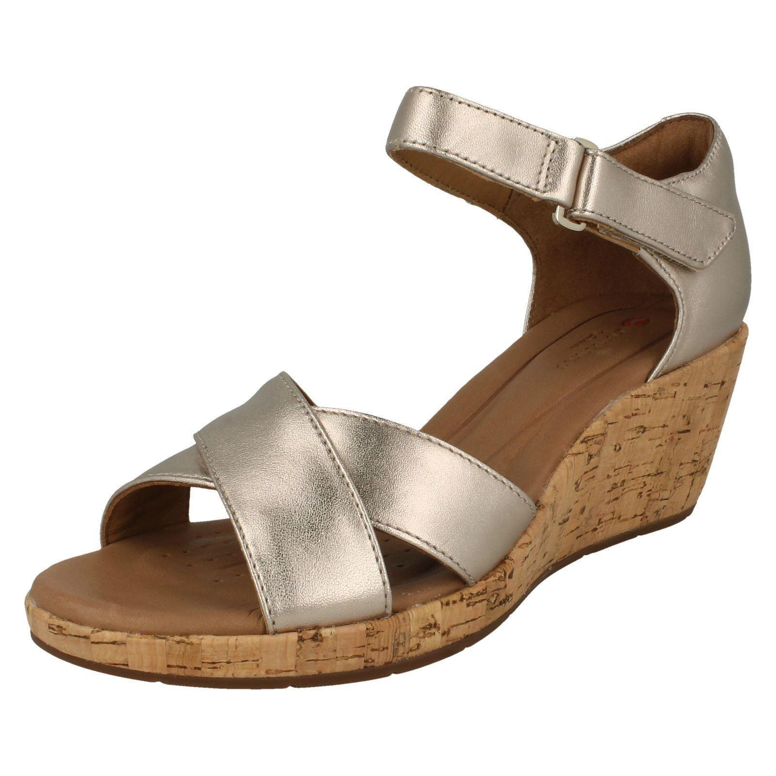 Damen Clarks unstrukturierten un Plaza Kreuz gold Leder Keilabsatz Sandaleen