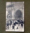 CPA. LE MANS 72 - Sortie de Messe à Notre Dame de la Couture. 1908. Église.