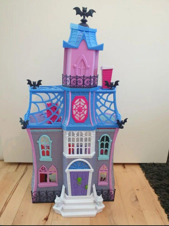 Dukkehus-dukke, Vampyrina slot
