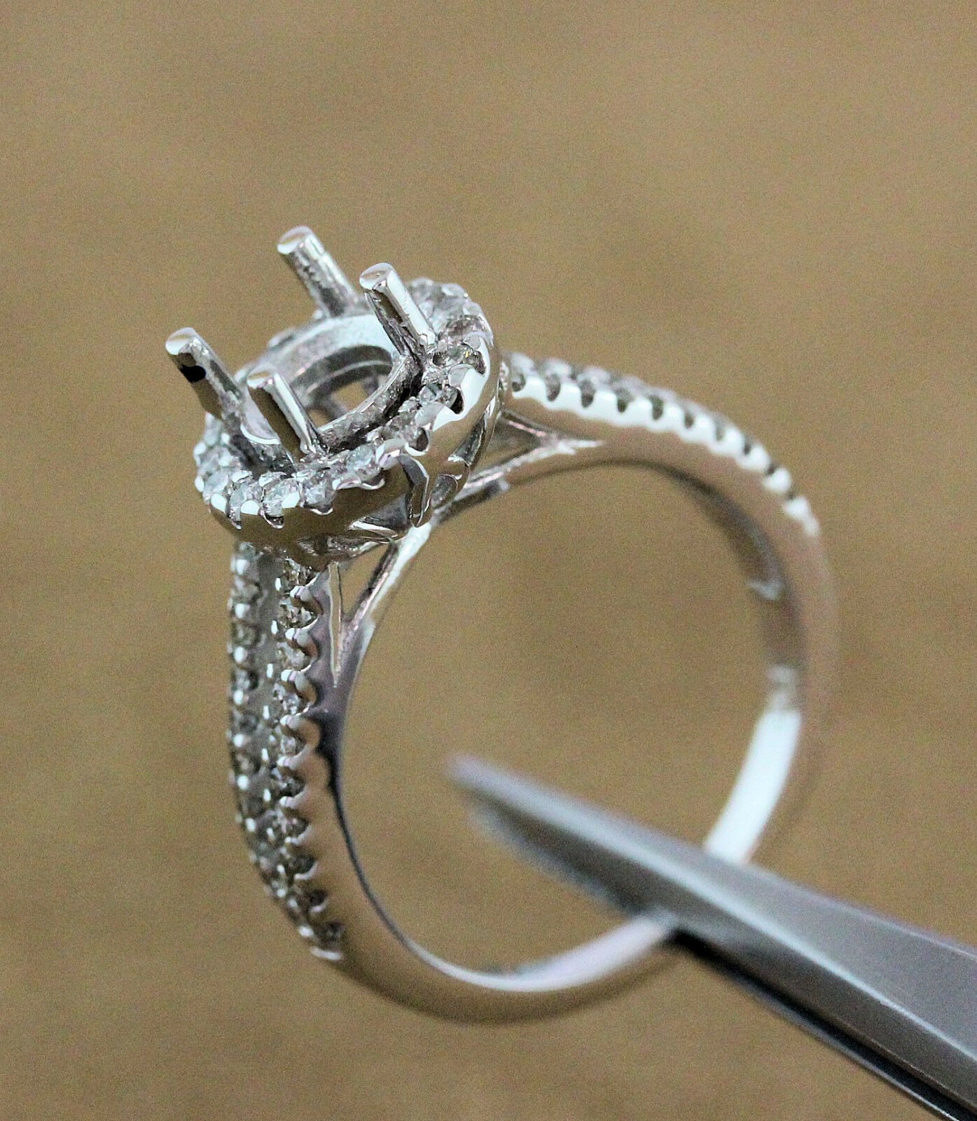 0,50 Carat Round Halo Diamond Semi Mount Ring For 6mm and 6.5mm Center Stone