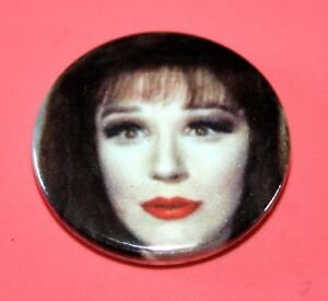 FENELLA-FIELDING-OBE-CARRY-ON-SCREAMING-BUTTON-PIN-BADGE