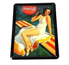 Coca-Cola Blech Schild Metal Plate Motiv Lady auf Badetuch mit Coke Flasche