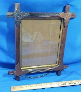 Antique-Carved-Wood-Chain-Picture-Frame-Adirondack-Black-Forest-Leaf-Glass-Gold