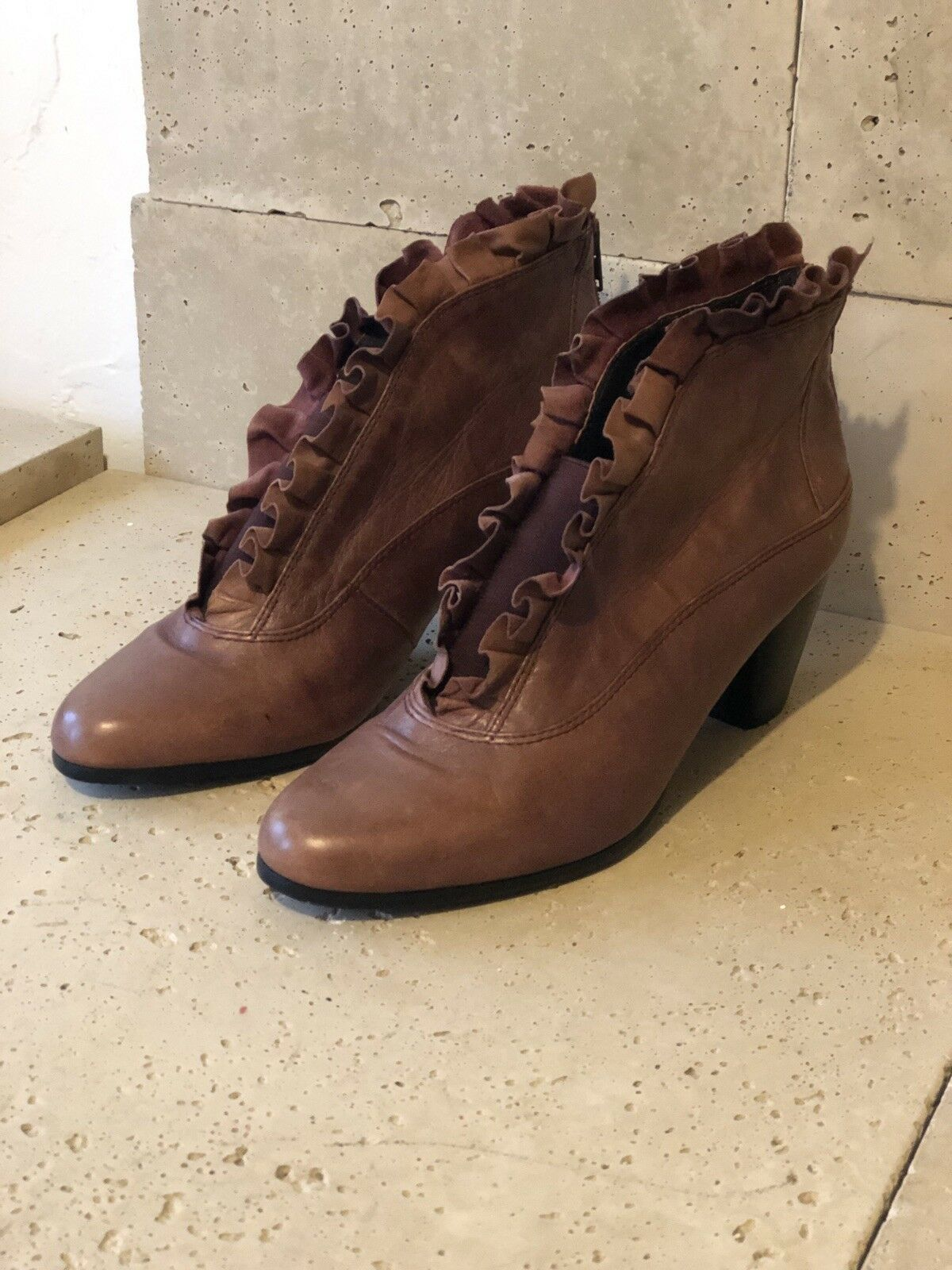 37.5   everybody by bz moda   Kava    Mauve   Ruffle Leather   Bootie
