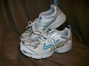 USED-WORN-NIKE-AIR-RUNNING-SHOES-WOMENS-SIZE-7-5-SILVER-BLUE-WHITE