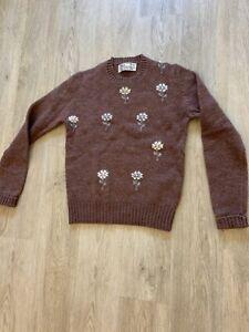 Vintage-Sweater-With-Floral-Design-VINTAGE
