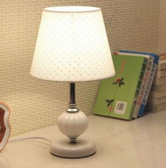 D89 European Style Weiß Button Switch Bedroom Desk Decorate Table Lamp A