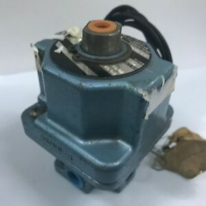 Skinner  A3LB2127 3-Way 1/4 in. Pneumatic Solenoid Valve 120/60 110/50 AC