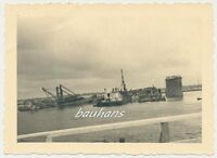 Foto Schiff zerstörte Brücke   2.WK  (b97)