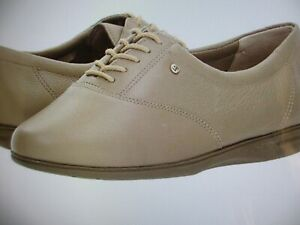 Easy-Spirit-Women-039-s-Motion-Lace-up-Oxford-Has-been-try-on-White-amp-tan