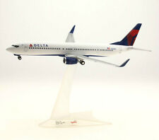 Delta Air Lines Boeing 737-900ER 1:200 FlugzeugModell NEU B737