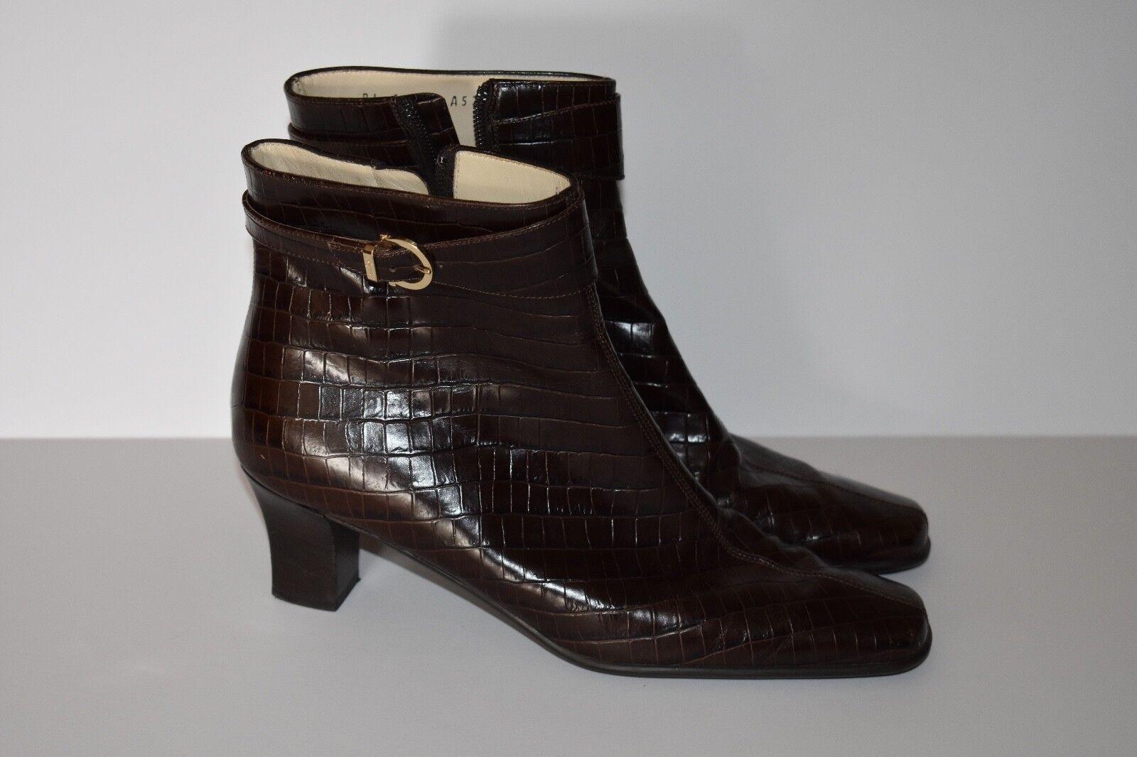 Salvatore Ferragamo Croc Embossed braun Ankle Zipper Stiefel Stiefelies Größe 8 2A
