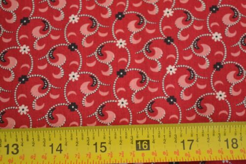 By 1//2 Yd Black /& Cream on Red Quilting Windham//Whistler//Vivaldi//33463-2 M8306