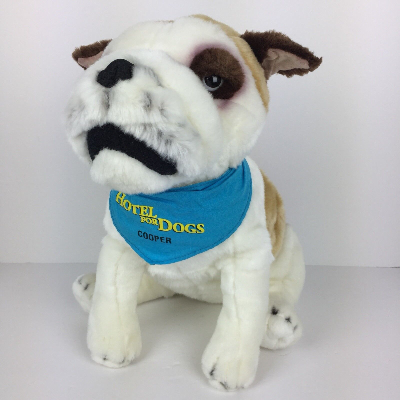 Hotel for Dogs Cooper Plush Stuffed Animal Bulldog Large 14 14  Toy 2008 DreamWorks