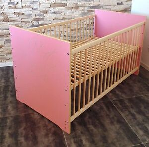 babybett gitterbett kinderbett komplett set 60x120 umbaubar rosa wei gravur ebay. Black Bedroom Furniture Sets. Home Design Ideas