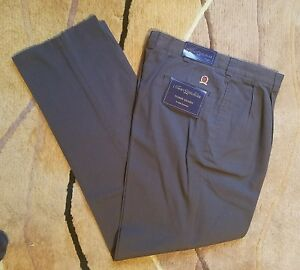 Men's Tommy Hilfiger Brown Khakis Size 34x34 WRINKLE FREE