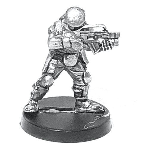 Beret 28mm Unpainted Metal Wargames Firing From Shoulder MAR