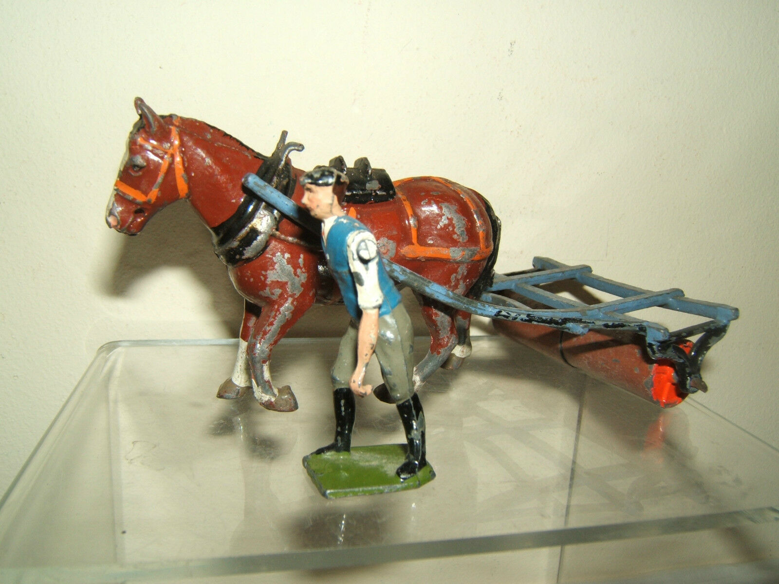 VINTAGE BRITAINS MODEL  No.9F                        HORSE DRAWN ROLLER & MAN 9ea1ef