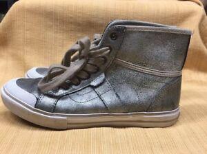 8d38cfc5d3 VANS WELLESLEY Women s SZ 5.5 High Top Leather Lace Up Sneakers ...
