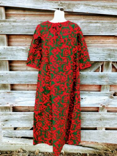 Vintage 1960s Red and Green Floral cotton Twill Ka