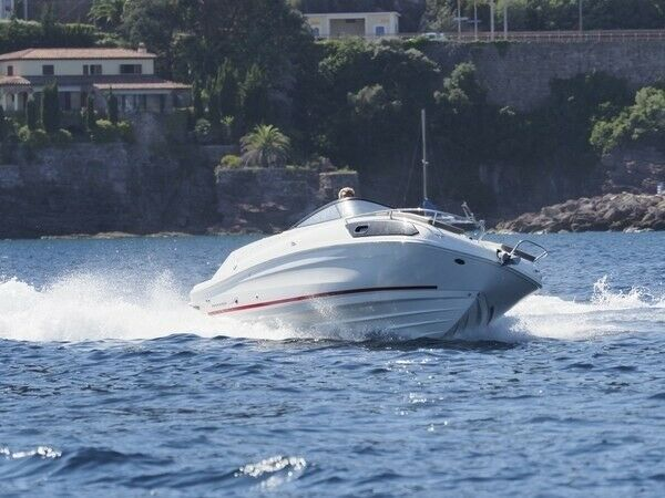 Bayliner VR6 Cuddy med MerCruiser sterndrive, Motorbåd,