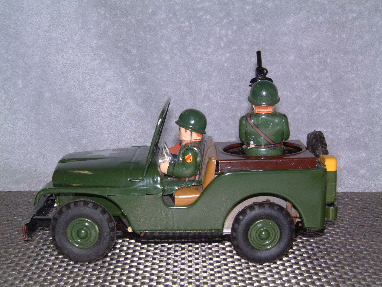 VINTAGE NOMURA SWIVEL GUN JEEP JEEP JEEP BATTERY OPERATED, FULLY WORKING W ORIGINAL BOX   49b5d2