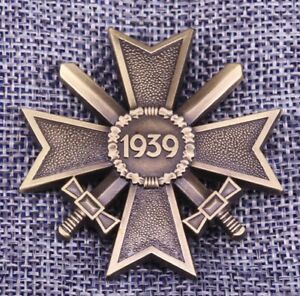 WW2-1939-German-Merit-Cross-With-Swords-2nd-Class-Award-Medal-Badge-Replica