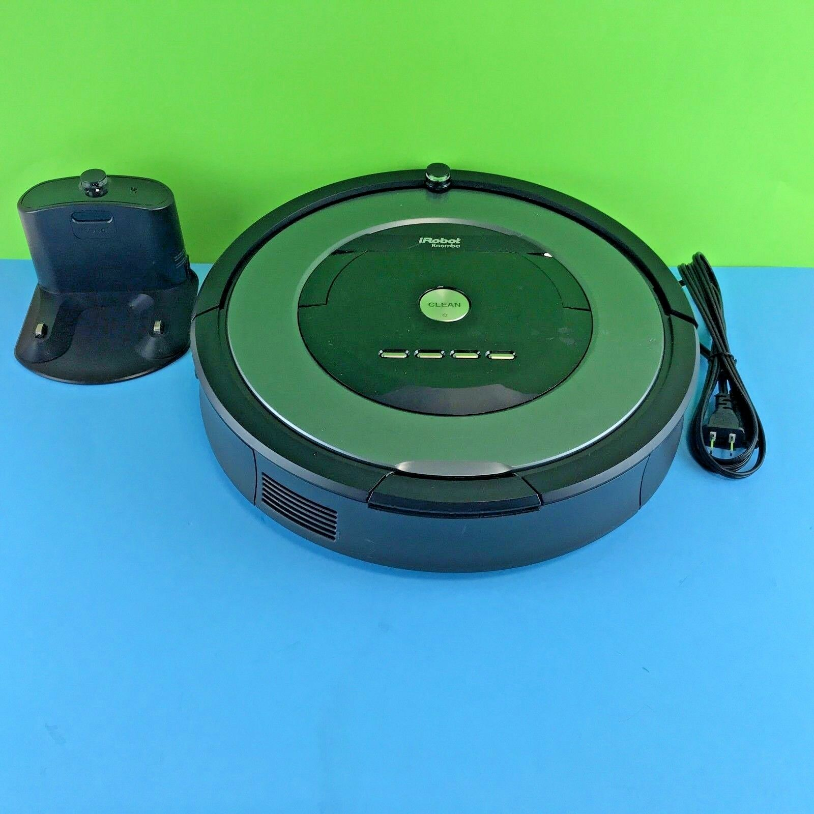 IRobot Roomba 877 Robotic Vacuum Cleaner with Charging Base Station vac