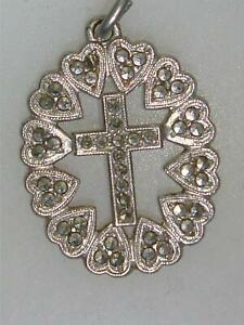 BEAUTIFUL VINTAGE STERLING & SPARKLING MARCASITE FILIGREE CROSS & HEART MEDAL!