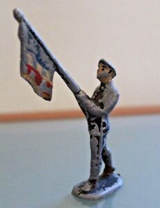 ALUMINIUM-ancien-Porte-drapeau-avec-beret-au-defile-14-18-France