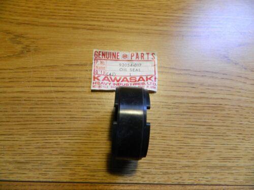 KAWASAKI NOS OEM OILSEAL 92054-017 H1-KH