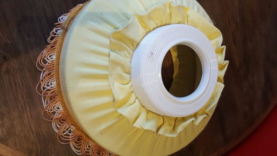 Lampeskærm, Fin gul