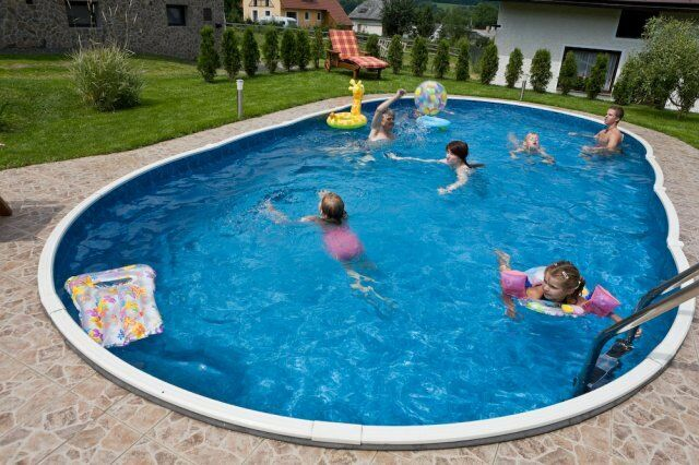 Swimming pool kit in-ground with walk in steps
