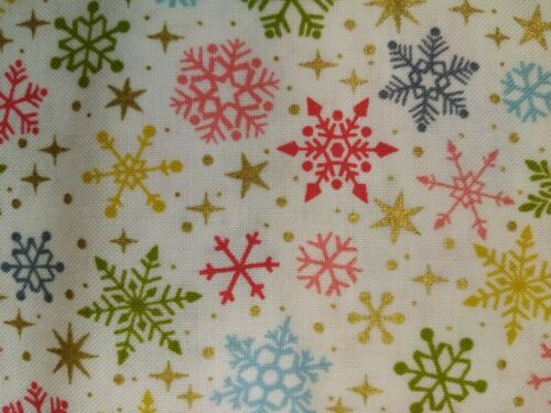 free p/&p, Makower Christmas Joy snowflakes white gold FQ//Half metre 100/% cotton