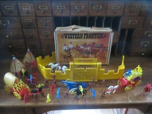 Vintage-Plastoy-Western-Frontier-Playset-No-3009-Fort-Battle-Cowboys-amp-Indians