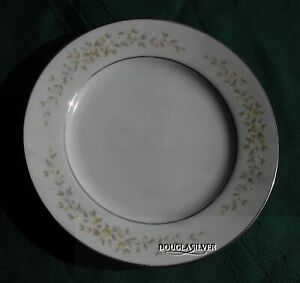 CROWN-VICTORIA-CAROLYN-FINE-CHINA-6-5-8-BREAD-amp-BUTTER-PLATE